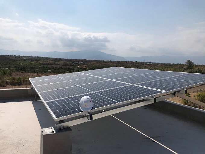 Hoàn-thiện-lắp-pin-hệ-thống-off-grid-4-kWp-tại-Phan-Rang